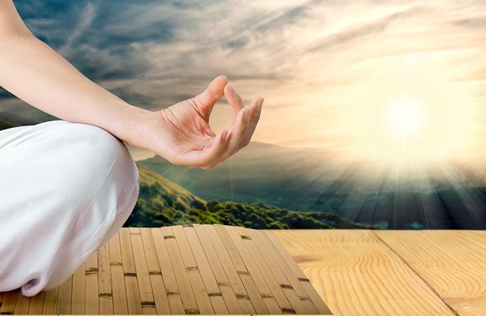 praticar-yoga-de-manha