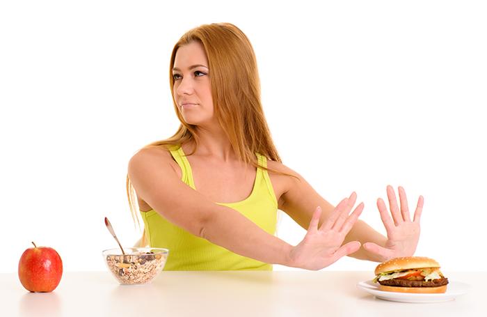 mulher-comida-saudavel