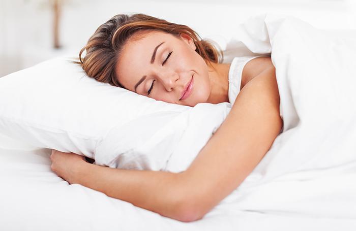 mulher-dormindo-bem