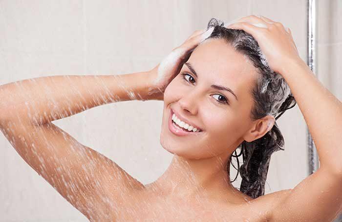 mulher-no-chuveiro